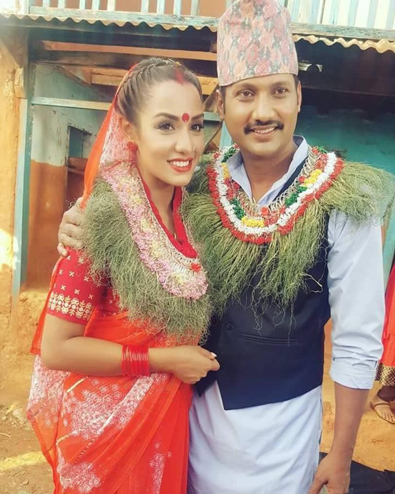 http://www.cinekhabar.com/wp-content/uploads/2016/10/nikhil-and-priyanka.jpg
