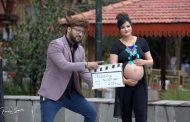 गर्भवती श्रीमतीसँग आर्यनको रोमान्टिक तस्विर
